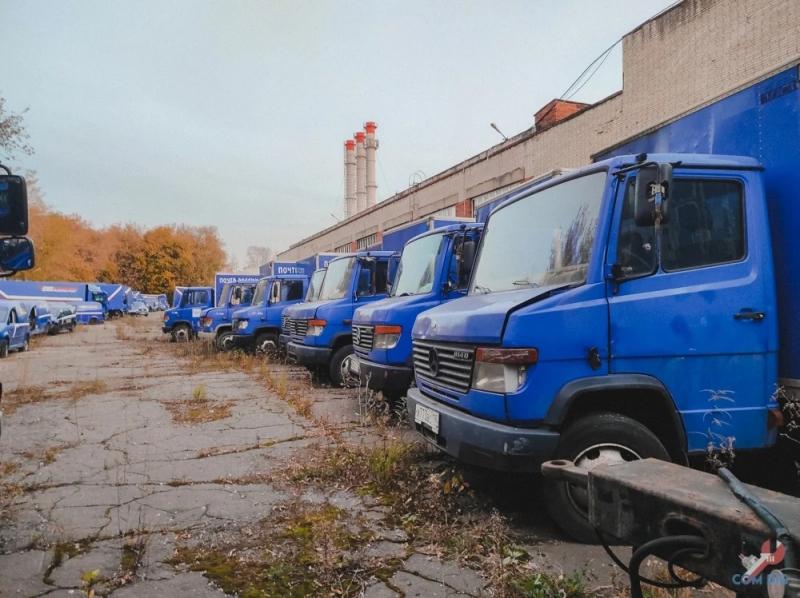 """Брошенные грузовики """"Почты России"""" в Москве - «Хорошее настроение»"""