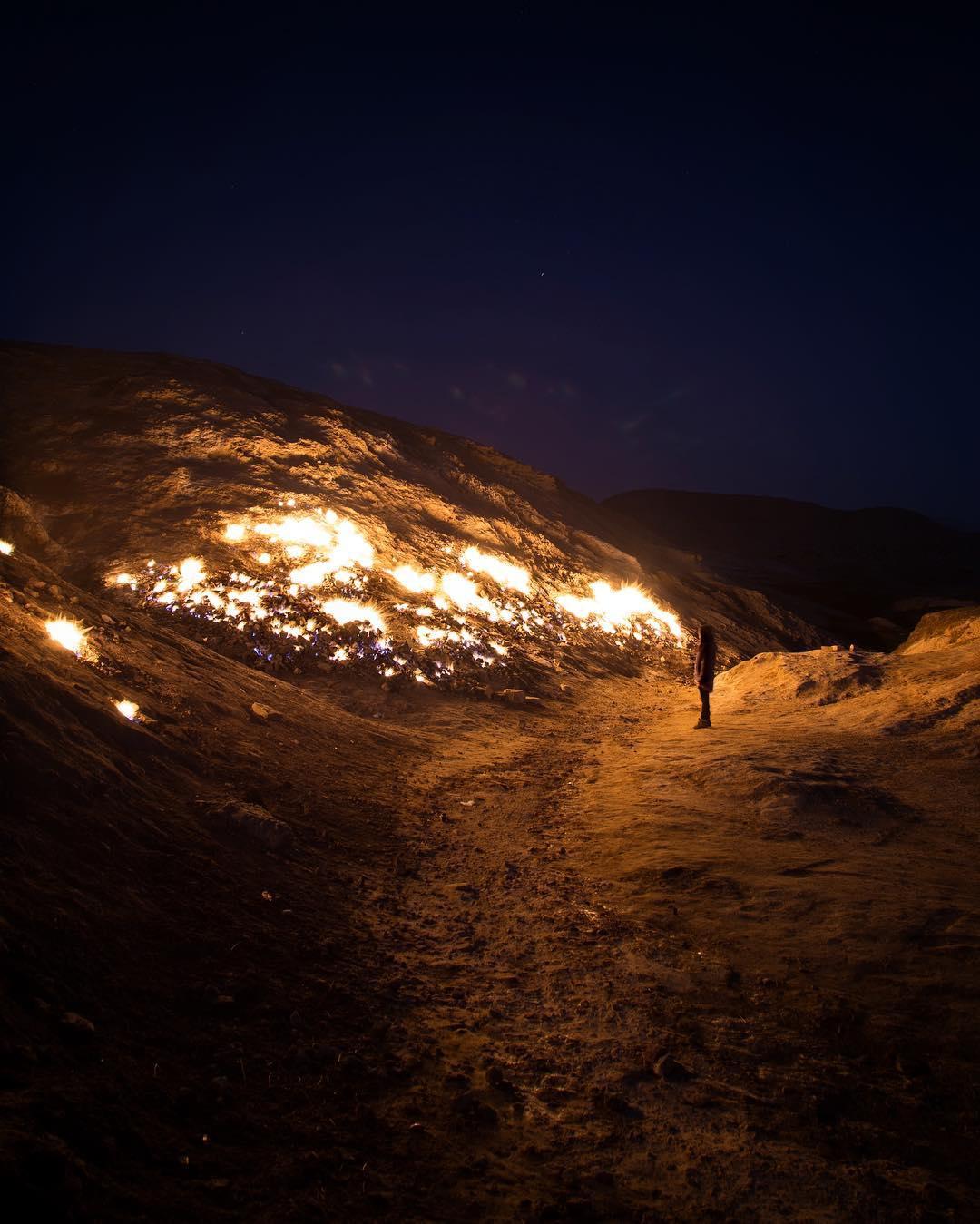 Удивительная вечно горящая огненная гора в Иране - «Хорошее настроение»