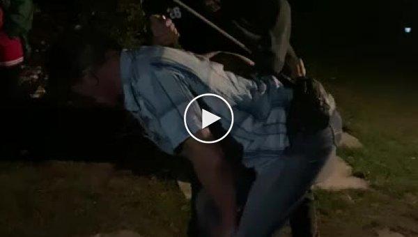 Фейерверки в руках пьяных людей