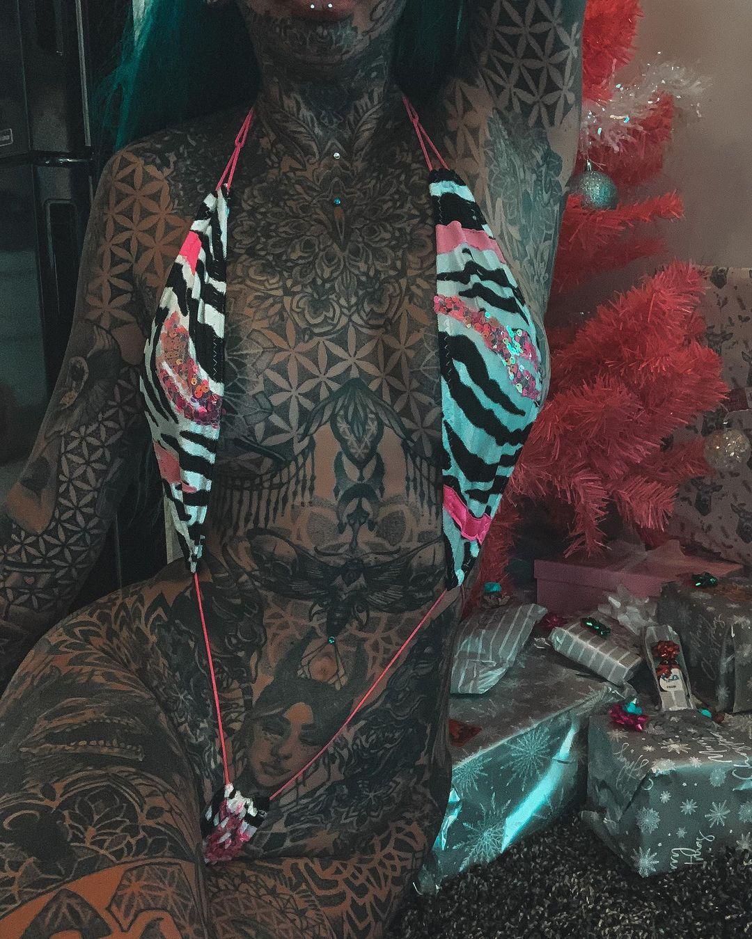 Модель, которая прославилась татуировками по всему телу, обвиняют в наркоторговле - «Хорошее настроение»