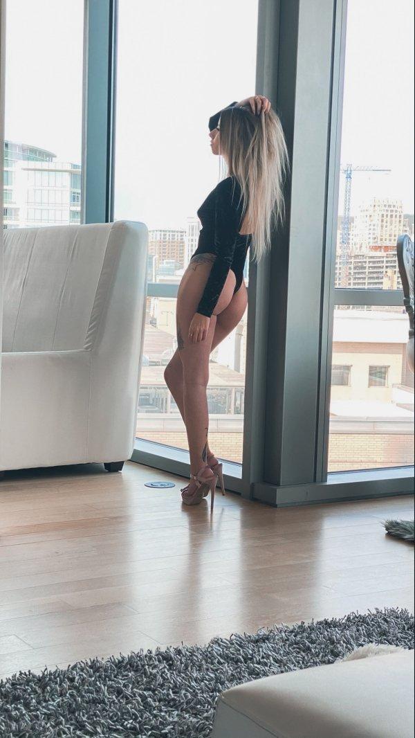 Девушки с красивыми ногами (22 фото)