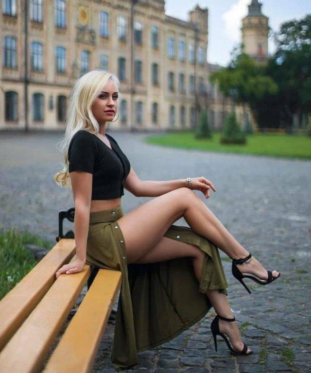 Девушки с красивыми ногами (24 фото)