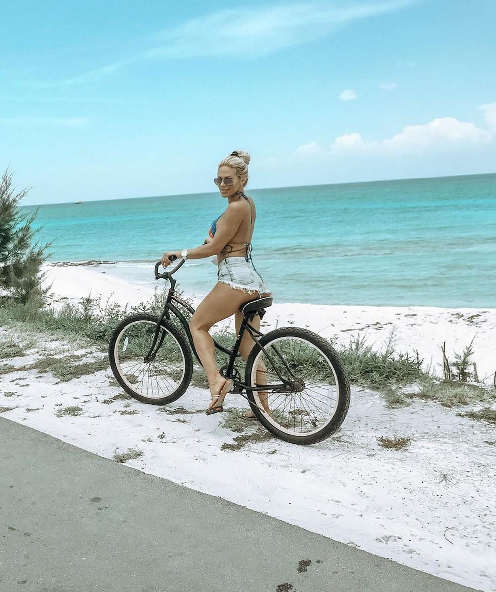 Сексуальные девушки на велосипедах - «Хорошее настроение»