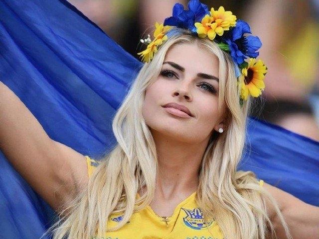 Самые красивые болельщицы Евро-2020 - «Хорошее настроение»
