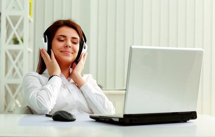 Почему мы не можем слушать музыку, когда работаем?