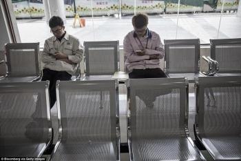 Британци показали повседневную жизнь тех, кто собирает iPhone в Китае (21 фото) - «Хорошее настроение»