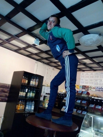 Грациозный продавец в пивнухе - «Хорошее настроение»