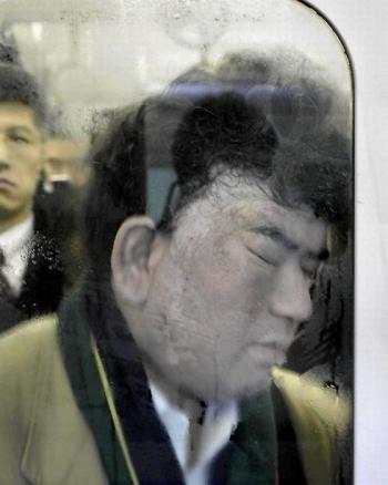 Как выглядит обычная давка в токийском метро (15 фото) - «Хорошее настроение»