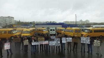 В Старом Осколе маршрутчики составили надпись «Путин помоги» (3 фото) - «Хорошее настроение»