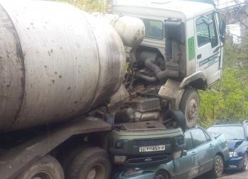 Во Владимире бетономешалка протаранила автобус и 11 автомобилей (3 фото) - «Хорошее настроение»