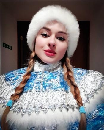 15 обворожительных Снегурочек, о которых Дед Мороз не мог и мечтать (17фото)