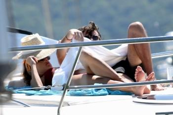 Алессандра Амбросио на отдыхе с друзьями - «Хорошее настроение»