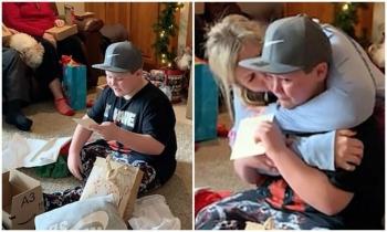 Лучший подарок: 11-летний мальчик расплакался, узнав, что его усыновили в Рождество (4фото+1видео)