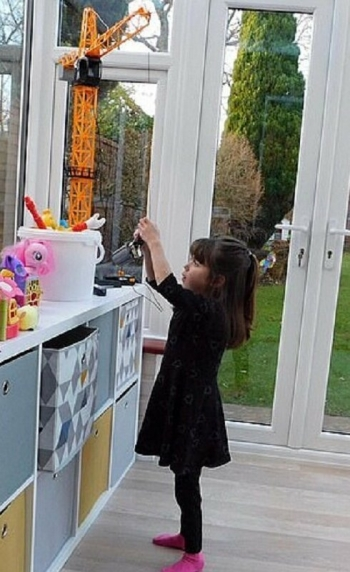 Мама создала для тяжело больной дочери новогоднюю сказку (11фото)