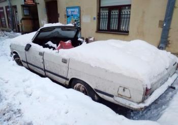 Припарковался на всю зиму? (3 фото)