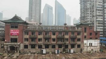 В Китае переместили на 35 метров старый отель весом 5000 тонн (3фото+1видео)