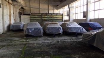 Заброшенный склад с новыми автомобилями BMW 5 серии 1994 года - «Хорошее настроение»