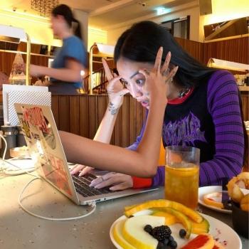 Художница MLMA из Сеула публикует очень странные фотографии