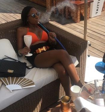 Гламурные фото роскошной жизни сыграли злую шутку с 26-летней Дженни Амбуилой (15 фото)