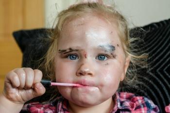 Маленькая девочка феерично раскрасила братика и стала звездой соцсетей! (12фото)