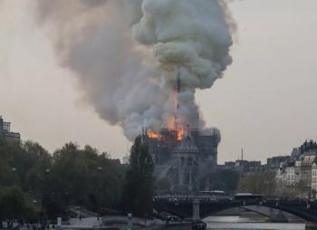 Пожар в Cоборе Парижской Богоматери (10 фото + 3 видео)
