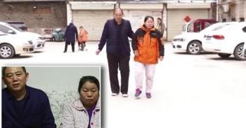 Жителю Китая потребовалось восемь лет, чтобы поставить парализованную жену на ноги (4фото)