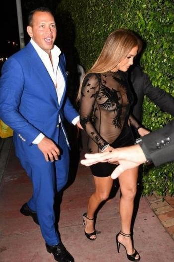 Дженнифер Лопес в прозрачном наряде (6 фото)
