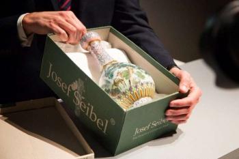 Пара обнаружила бабушкину вазу стоимостью 19 миллионов долларов