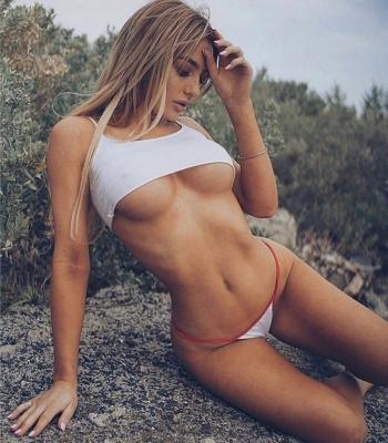 Девушки в стиле underboob (27 фото)