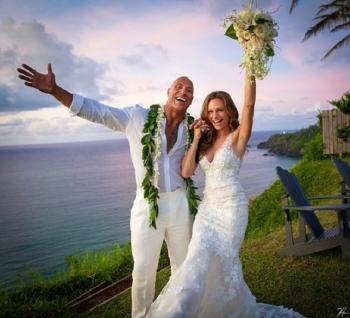 Дуэйн Скала Джонсон женился на певице Лорен Хашиан - «Хорошее настроение»