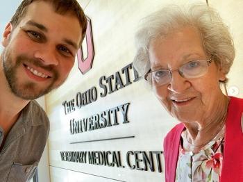 Внук отправился в путешествие с бабушкой, чтобы показать ей мир - «Фото»