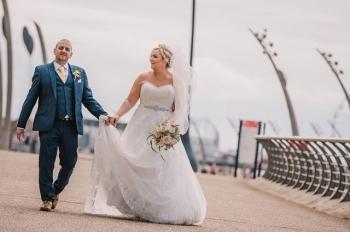 Британка испортила свадебное платье за тысячу фунтов ради забавной фотосессии - «Хорошее настроение»