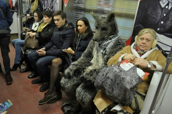 Стиляги в метро (27 фото)