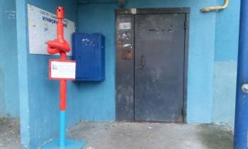 Коммунальщики нашли новый способ пристыдить должников (2 фото)