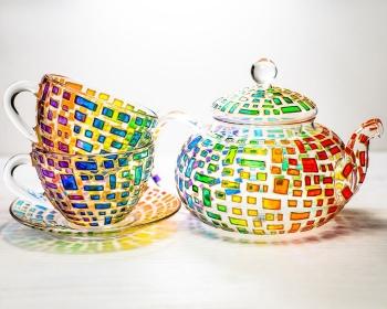 Эффектная роспись стеклянной посуды от украинки (25 фото)