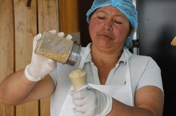 Мороженое из Эквадора с необычным ингредиентом (6 фото)