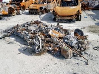 На продажу выставлен сгоревший Ferrari (10 фото)