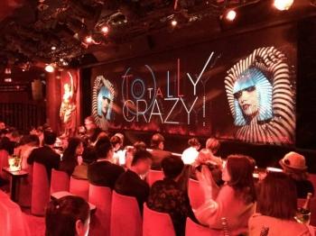 За кулисами всемирноизвестного парижского кабаре Crazy Horse (29 фото)