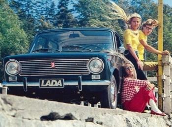 Красивые рекламные плакаты с советскими машинами - «Хорошее настроение»