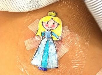 Хирург рисует мультяшек на послеоперационных повязках, чтобы поднять маленьким пациентам настроение (16фото+1видео)