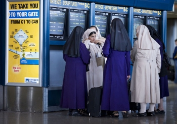 Как проходят паспортный контроль в аэропорту женщины-мусульманки - «Фото»