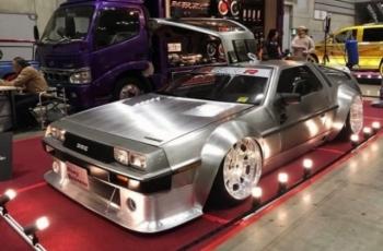 Широкий и низкий DeLorean DMC-12 - «Хорошее настроение»