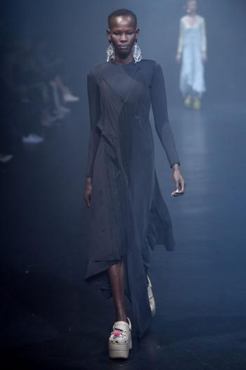 Balenciaga создала кроксы на платформе за 850 долларов - «Фото»
