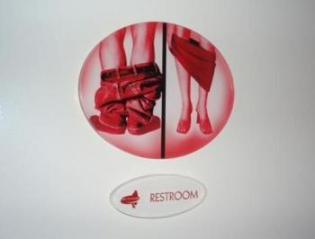 Необычные таблички туалетов со всего мира